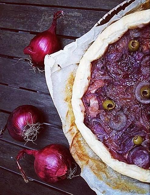 Torta Salata con Cipolle di Tropea in Agrodolce