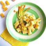Mezze Maniche con Crema di Zucchine e Fiori di Zucca