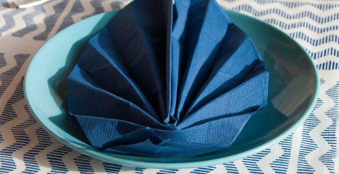 Piegare il tovagliolo a forma di foglia