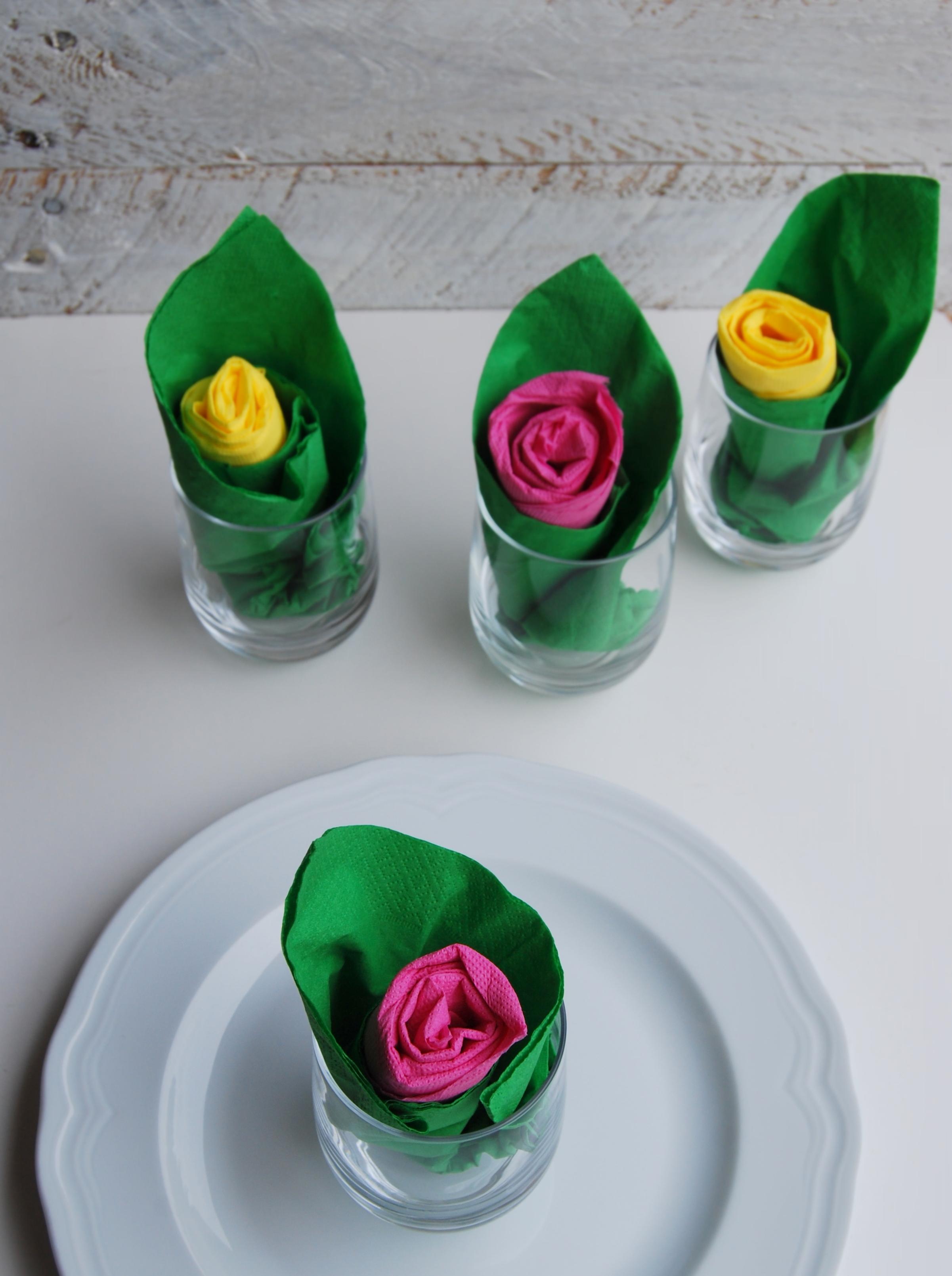 Piegare Tovaglioli A Rosa.Piegare I Tovaglioli A Forma Di Rosa Cuocaxamore