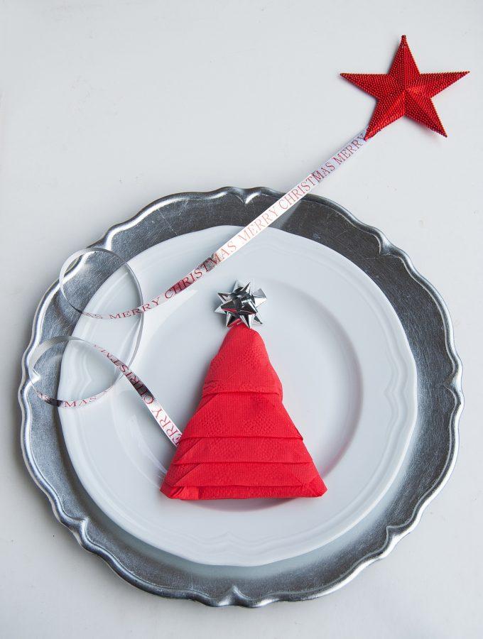 DIY- Piegare il Tovagliolo ad Albero di Natale